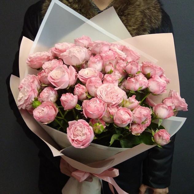 Букет из кустовой розы Мадам Бомбастик